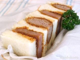 ハムカツとメンチカツのサンドイッチ