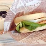 イングリッシュマフィンで月見バーガー風サンドイッチ