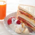脂がジュワーッ『ポーク卵サンドイッチ』 沖縄のソウルフード『ポーク卵おにぎり』にならって