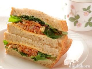 にんじんしりしりのサンドイッチ