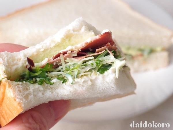 かつお節とかいわれ大根のサンドイッチ