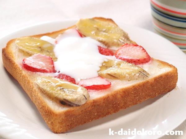イチゴとバナナのトースト