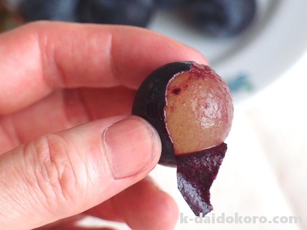 巨峰の皮の剥き方