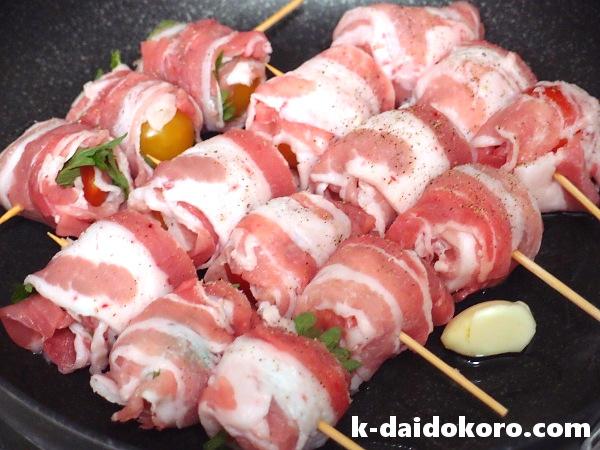 豚ばらトマト巻きの作り方