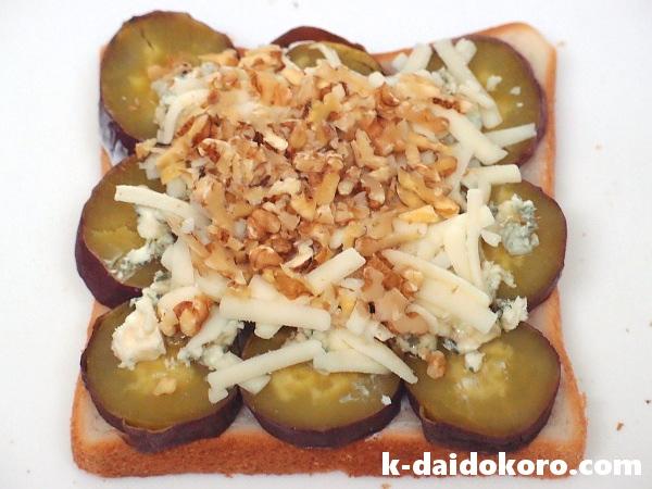 焼いもとブルーチーズのサンドイッチ