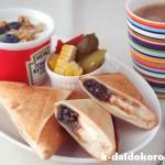 ブラックサンダーとクリームチーズのホットサンド | チョコレートクランチをパンに挟んだら!