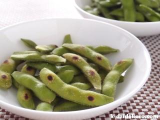 蒸し焼きした枝豆