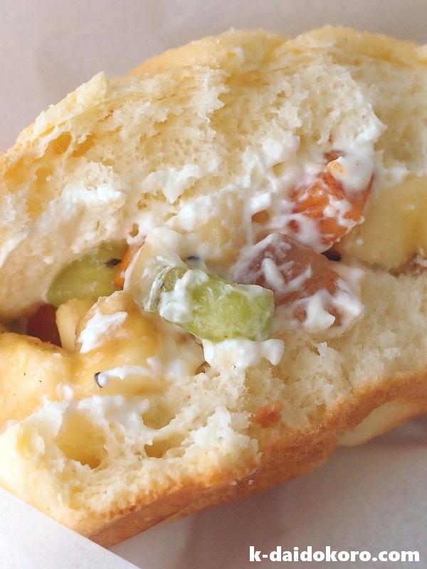 メロンパンで作るフルーツサンドイッチ