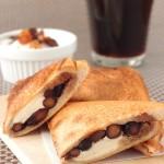 黒豆とクリームチーズのホットサンド ~ おせちの残りで美味しいひと品