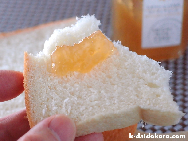 食パンにジャム