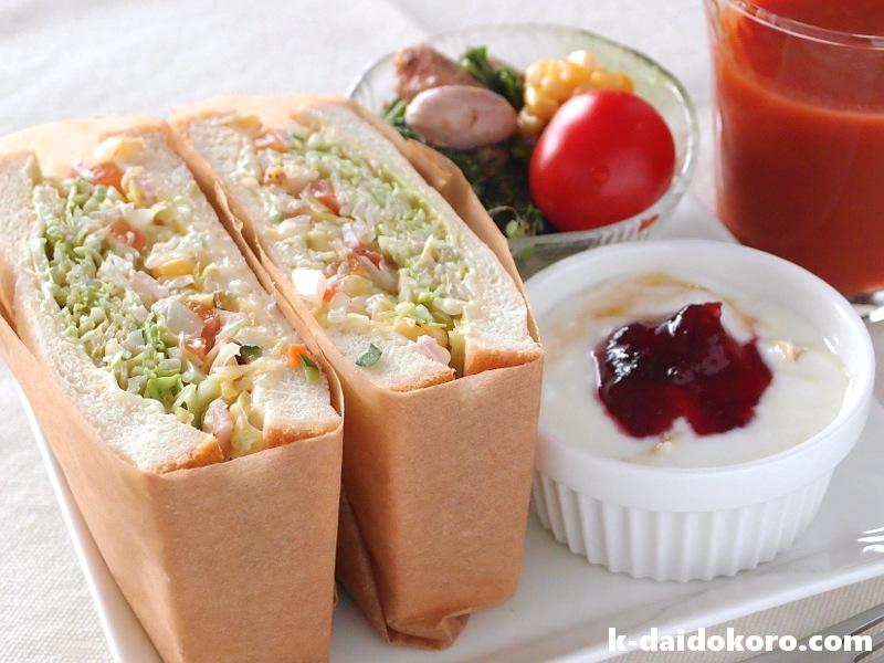 コールスローのサンドイッチ