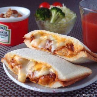 とろ~りチーズと里芋のミートソース和えのホットサンド