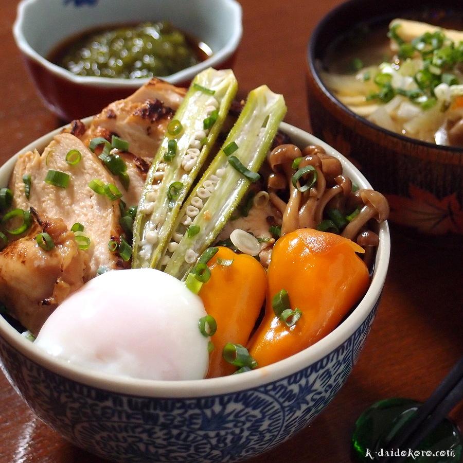 炙り鶏チャーシュー丼