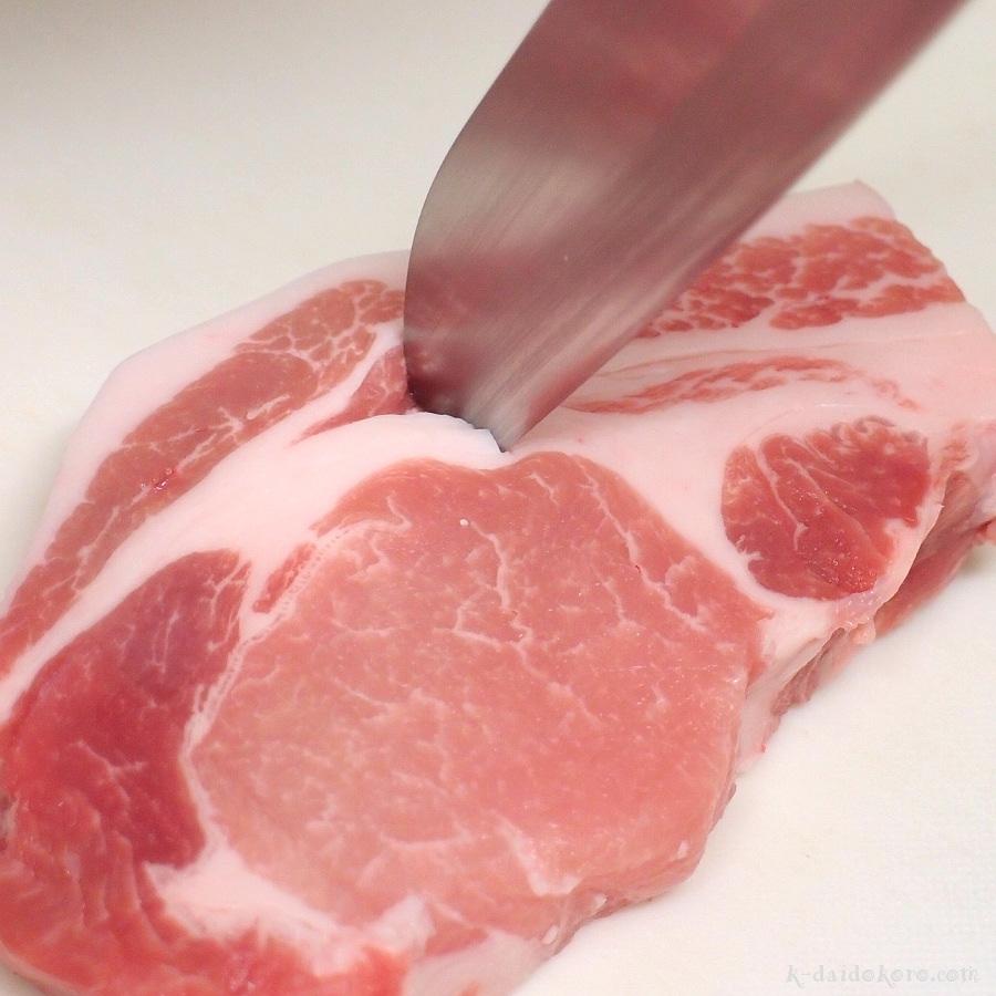 豚肉の筋切り