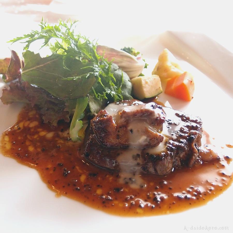 牛ヒレ肉とフォアグラのロッシーニ風